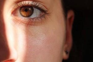 鼻子两侧发红长痘的原因鼻子两侧发红长痘怎么办